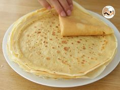 French crepes, the real recipe - Video recipe ! Egg Recipes For Dinner, French Crepes, Crepe Recipes, Brunch, Mini Foods, Light Recipes, Food Videos, Love Food, Cooking Recipes
