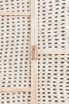 DIY Armario de rejilla o cannage Ikea Furniture Hacks, Rattan Furniture, Home Furniture, Furniture Design, Diy Interior, Porte Diy, Armoire Ikea, Deco Boheme Chic, Closet Doors