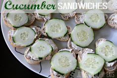 An easy Cucumber Sandwich appetizer you will love! Only 4 ingredients. by Joyful Healthy Eats 8 oz. cream cheese, softened 1 package of zesty italian dressing {dry mix} 1 large cucumber, thinly sliced 1 whole wheat french bread loaf, cut into slices Appetizer Sandwiches, Cucumber Sandwiches, Tea Sandwiches, Appetizer Dips, Appetizers For Party, Appetizer Recipes, Finger Sandwiches, Healthy Snacks, Healthy Eating