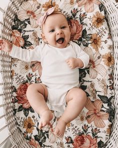 and baby girl baby girl, floral blanket baby girl, floral blanket Little Babies, Cute Babies, Baby Kids, Cute Monsters, Baby Girl Blankets, Cute Baby Girl, Baby Pictures, Family Pictures, Baby Fever