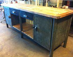 Facilitair : productiemedewerkers, checken of formaat goed is. keukenblok industrieel staal geschuurd houten top afm: 237 x 67 x H88 cm prijs: € 1.750,- in overleg wanneer weer