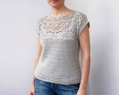 Crochet Blusas Design Pearl shell top - Pattern is written in US crochet terms. See more See less Pull Crochet, Gilet Crochet, Crochet Sheep, Crochet Blouse, Knit Crochet, Crochet Tops, Crochet Bodycon Dresses, Black Crochet Dress, Crochet Easter
