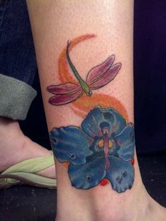 You want a tattoo dragonfly? Then you should read this text absolutely ! The dragonfly is a creature of the wing and thus represents change. Its iridescent wings are super sensitive to the. Great Tattoos, New Tattoos, Tribal Tattoos, I Tattoo, Dragonfly Tattoo Design, Tattoo Designs, Dragonfly Meaning, Tribal Images, Delicate Tattoo