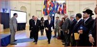 Leonel Fernández da de lado a preguntas en sede la OEA