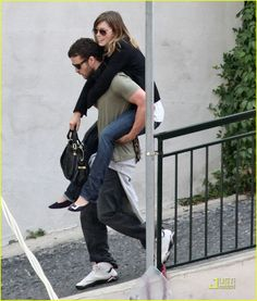 Justin Timberlake Gives Jessica Biel Piggyback Ride... This is just too cute <3