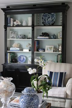 Light and dark contrast in the shelves