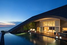 COMO Uma Canggu sits on Bali's southern coast, with panoramic views over the ocean. Embodying the surf beach spirit, the hotel serves up fresh. Bali Resort, Canggu Bali, Rooftop Pool, Hotel Pool, Luxury Accommodation, Pent House, Cool Pools, Hotels And Resorts, Lux Hotels