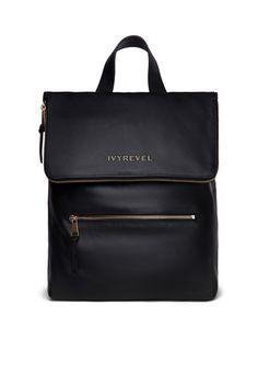 Un sac à dos en cuir  Sac à dos noir, Ivyrevel, 249 €.     © Ivyrevel