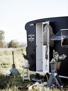 Die aktuellsten Fotos Vintage Caravans retro Gedanken Ist die Karawane all … - Wohnwagen Vintage Campers, Camping Vintage, Vintage Caravans, Vintage Trailers, Caravan Shop, Retro Caravan, Camper Caravan, Tiny Camper, Camper Life