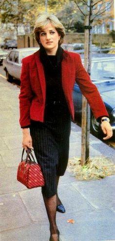 Lady Diana Spencer just before the engagement was announced Lady Diana Spencer, Spencer Family, Princess Diana Family, Real Princess, Princess Of Wales, Princesa Diana, Hugo Boss, Diana Fashion, Royal Fashion