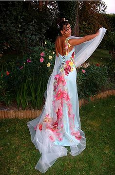 Colorful wedding dresses, Colorful weddings and Wedding dressses ...