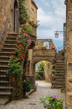 Kitten in the Arch, Civita di Bagnoregio, Province of Viterbo, central Italy ✯ ωнιмѕу ѕαη∂у