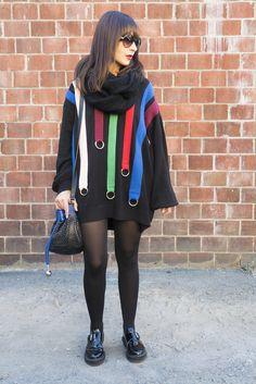 Look casual para o dia de Danielle Noce com vestido de tricot para o friozinho, oxford e bolsa preta