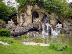 El gran Château de Versalles -i giardini e le grotte dei bagni di Apollo Cerca con Google