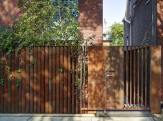 Exquisite Modern fence design uk,Fencing ideas for large yards and Backyard natural fence. Brick Fence, Front Yard Fence, Metal Fence, Fence Gate, Fenced In Yard, Horse Fence, Glass Fence, Bamboo Fence, Gabion Fence