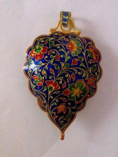 Minakari art gold pendent India Jewelry, Gems Jewelry, Women Jewelry, Jewellery Sketches, Jewelry Drawing, Gold Pendent, Pendant Set, Enamel Jewelry, Clay Jewelry