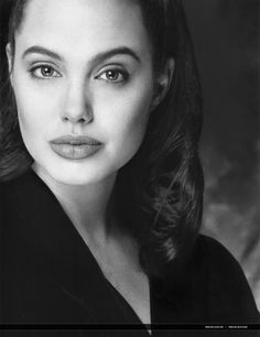 It's no secret that Angelina Jolie is a beautiful woman. When she was younger, she even tried to have a modeling career. Celebrity Hairstyles, Down Hairstyles, Tomb Raider Angelina Jolie, Angelina Jolie Fotos, Angelina Joile, Pose For The Camera, Porno, Jolie Photo, Celebs