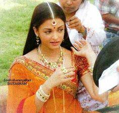 Aishwarya Rai Young, Aishwarya Rai Bachchan, Un Ambassador, Indian Goddess, Back Photos, Pure Beauty, Looking Stunning, Sari, Actresses