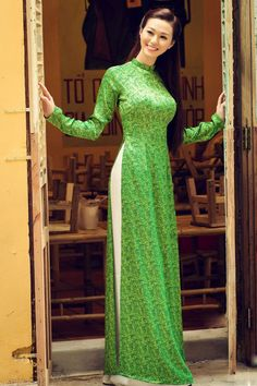 Vietnam Travel Features A Beautiful Woman of Vietnam in Traditional Dress - See Vietnamese Traditional Dress, Vietnamese Dress, Traditional Dresses, Indian Dresses, Pakistani Dresses, Indian Outfits, Oriental Fashion, Asian Fashion, Ao Dai