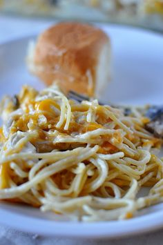 Easy Dinner Recipes: Turkey Tetrazzini (Chicken Spaghetti)  This is a family favorite that my Mom made all growing up and now I've made for years!