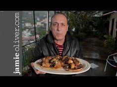 Jamie Oliver's mentor Gennaro Contaldo cooks up an amazingly simple chicken dish, overlooking a stormy Amalfi Coast. For loads more recipes, videos, news … source . Jamie Oliver, Gennaro Contaldo, Garlic Chicken, Chicken Milk, Roast Chicken, Cooking Recipes, Healthy Recipes, Italian Recipes, Italian Cooking