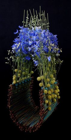 Flower Arrangement Designs, Modern Flower Arrangements, Flower Designs, Art Floral, Floral Artwork, Flower Frame, Flower Art, Ikebana Sogetsu, Ikebana Arrangements