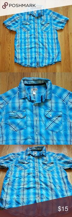 men's turquoise plaid shirt. - short sleeve button-down shirt. - all buttons are fully functioning.  - functioning pockets on either side of the chest.  - in excellent used condition; will accept any reasonable offers! Route 66 Shirts Casual Button Down Shirts