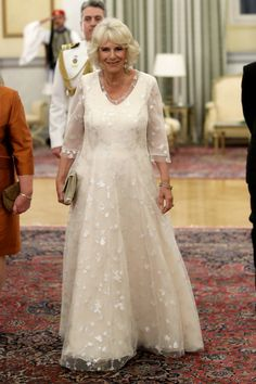 Camilla, Duchess of Cornwall attends an Official Dinner with the President of Greece Prokopis Pavlopoulos and his wife Vlassia Pavlopoulou at the Presidential Mansion on May 2018 in Athens, Greece. Lady Louise Windsor, Camilla Duchess Of Cornwall, Camilla Parker Bowles, Royal Dresses, Herzog, Prince And Princess, Prince Of Wales, Royal Fashion, Duke And Duchess