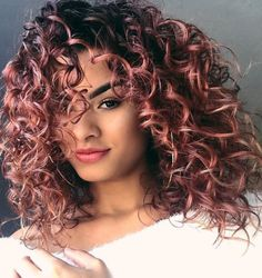 Pink curly hair style and pink hair color #haircolor #cacheadas #curls #naturalhair