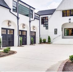 Farmhouse designs are commonly loved by those who still hold old family tradition strongly. Modern Farmhouse Exterior Design Ideas for Stylish but Simple Look Style At Home, Dream Home Design, My Dream Home, Home Modern, Contemporary Homes, Contemporary Bathrooms, Dream House Exterior, House Exteriors, House Goals