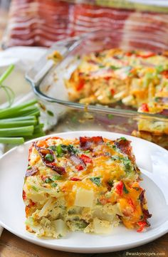 Cheesy Bacon, Potato and Egg Casserole - Quick, easy and packed full of flavor. This breakfast casserole recipe is just what your morning needs! Made with fresh vegetables, crispy bacon, cheese and (Breakfast Casserole) Breakfast Bake, Breakfast Dishes, Breakfast Casserole, Healthy Breakfast Recipes, Brunch Recipes, Breakfast Ideas, Breakfast Potatoes, Brunch Ideas, Yummy Recipes
