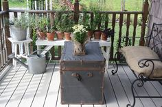 Old Treasure Chest Comes Alive in Your Outdoor Seating Area Patio Decorating Ideas On A Budget, Porch Decorating, Summer Decorating, Decor Ideas, Patio Ideas, Summer Porch Decor, Outdoor Seating Areas, Country Farm, Cool Designs