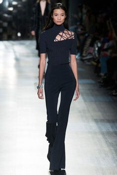 View the full Cushnie et Ochs Fall 2017 ready-to-wear collection. The complete Cushnie et Ochs Fall 2017 Ready-to-Wear fashion show now on Vogue Runway. Fashion Mode, Fashion 2017, New York Fashion, Look Fashion, Runway Fashion, High Fashion, Fashion Show, Fashion Outfits, Womens Fashion