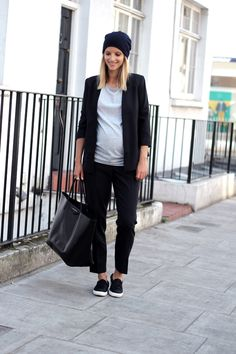 Jacket and trousers Isabella Oliver, t-shirt H & M, slip-ons Zara, beanie COS, and bag Givenchy.