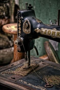 First-Rate Sewing Machine From Fabric To Clothing In Seconds Ideas. Top-notch Sewing Machine From Fabric To Clothing In Seconds Ideas. Vintage Sewing Notions, Vintage Sewing Patterns, Sewing Tools, Sewing Projects, Sewing Class, Easy Projects, Sewing Tutorials, Sewing Ideas, Vintage Antiques