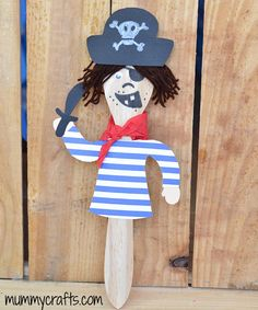 Marioneta pirata para hacer con niños Projects For Kids, Diy For Kids, Gifts For Kids, Pirate Crafts, Fun Crafts, Preschool Pirate Theme, Spoon Ornaments, Painted Spoons, Spoon Art