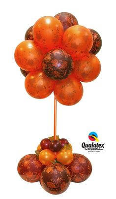 This beautiful classic and elegant balloon #centerpiece is perfect for decorating fall parties #autumn #leaves #foliage. We love the copper and earthy tones combination.