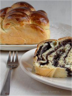 ...konyhán innen - kerten túl...: Mákos kalács Hungarian Desserts, Hungarian Cuisine, Hungarian Recipes, Hungarian Food, Baking And Pastry, Bread Baking, Czech Recipes, Ethnic Recipes, Sweet Bread