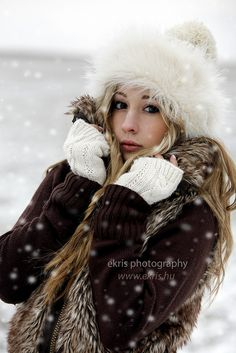Winter Portrait by endredi. Winter Senior Pictures, Winter Pictures, Snow Photography, Photography Poses, Fotografie Portraits, Shotting Photo, Snow Girl, Photo Portrait, Winter Colors