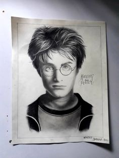 Harry Potter Sketch, Harry Potter Drawings, Cartoon Drawings, Easy Drawings, Harry Potter Portraits, Face Art, Art Faces, Daniel Radcliffe, Sketch Drawing