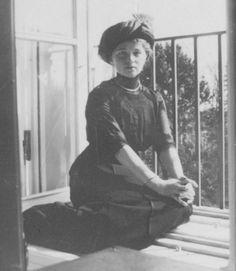olga-romanov:  Olga Nikolaevna. Source is vk Amazing resource for historical photographs!