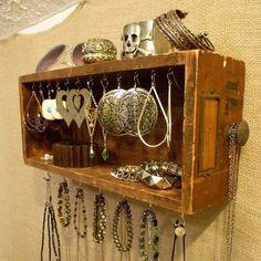 Reutiliza los cajones de tus muebles viejos y crea un espacio para tus accesorios.