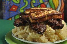 Macaxeira, carne de sol e queijo coalho assado.