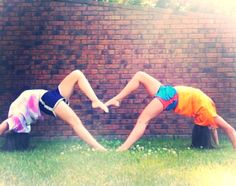 Best friend picture ideas @Lindsay Dillon Dillon Dillon Allison also we need to learn how to do this