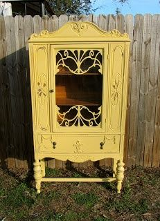Southern Priss Designs: Painted Furniture this is a beautiful piece Chalk Paint Furniture, Hand Painted Furniture, Repurposed Furniture, Furniture Projects, Furniture Makeover, Antique Furniture, Diy Furniture, Modern Furniture, Antique Hutch