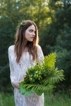 Today's Feature is a S-T-U-N-N-I-N-G  shoot photographed by Kendal & Kevin Photography. It's a bit of an alternative 'modern' approach to a styled bridal shoot. The editorial features a bride submersed in nature and is shot in a very minimalist way. These photos just put the emphasis on the bride, her dress and her surroundings.