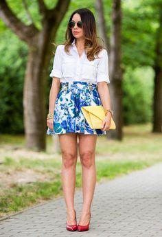 falda estampada con blusa blanca