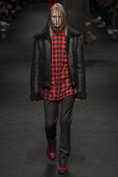 Versace Fall 2017 Menswear Collection Photos - Vogue