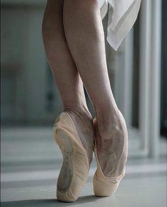 fuck yes, ballet. Dancers Feet, Ballet Feet, Ballet Dancers, Bolshoi Ballet, Dance Photos, Dance Pictures, Pointe Shoes, Ballet Shoes, Ballerina Project