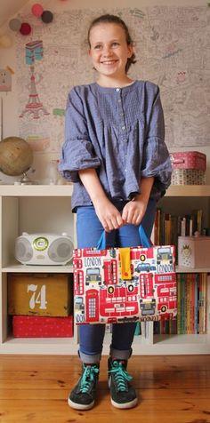 Réalisez vous même votre pochette à dessin ! Diy Pochette, Fabric Bags, Upcycle, Pouch, Sewing Projects, Toiletry Bag, Bags, Couture Sac, Haute Couture